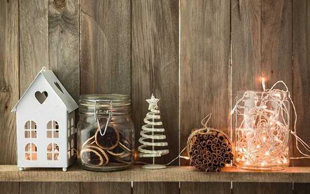Lampki choinkowe nie tylko od święta. Jakie dekoracje można z nich stworzyć?