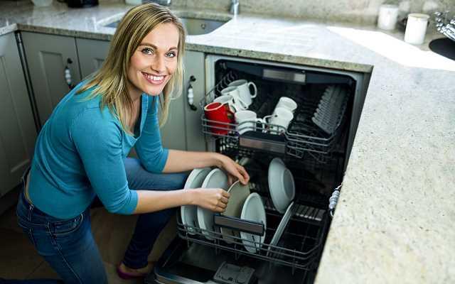 Jak czyścić zmywarkę i zapobiegać awariom?