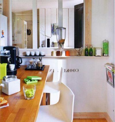 Przestronna, jasna kuchnia urządzona w skandynawskim stylu, drewniane elementy i wszechobecny porządek - FLICKR