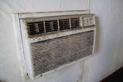 Skutkiem braku należytej konserwacji klimatyzatora może być kompletny brud FLICKR_by_carlpenergy