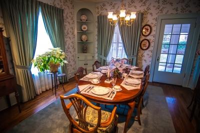 Wyjątkowa jadalnia dla arystokraty - wyposażona luksosowo i z przepychem - source: FreeDigitalPhotos.net By digidreamgrafix
