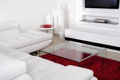 Białe meble i czerwonokrwisty dywan FreeDigitalPhotos.net by  photostock