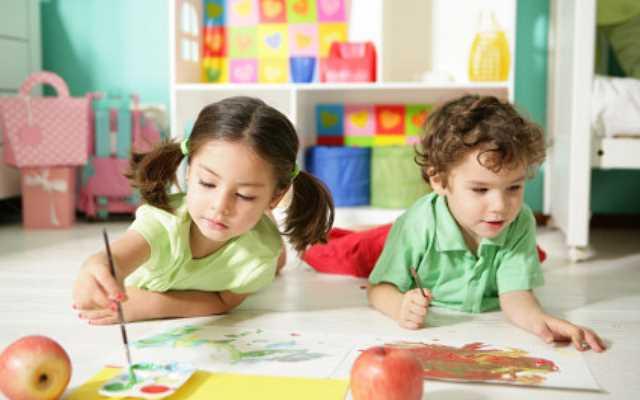 Jak urządzić wspólny pokój dziecięcy dla dziewczynki i chłopca?