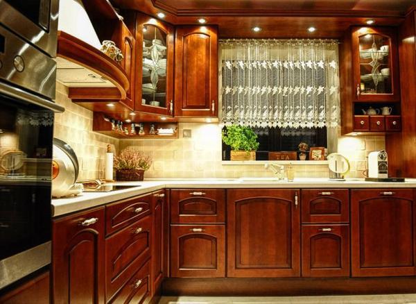 Kuchnia z klasycznymi frontami szafek - kuchnia w stylu angielskim