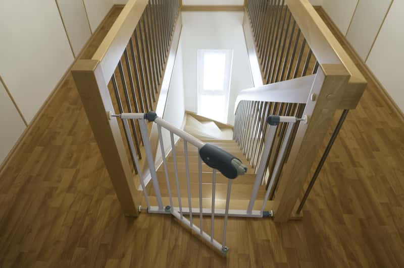 Barierka na schody dla dzieci - przegląd ofert, opinie, ceny, skuteczność