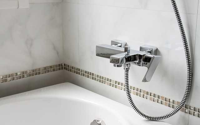 Baterie prysznicowe, umywalkowe, wannowe - przegląd, ceny, opinie