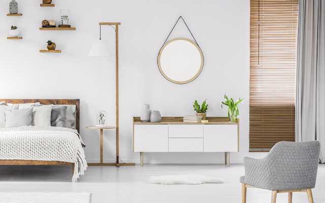 Biała komoda do sypialni – w jakim wnętrzu się sprawdzi?