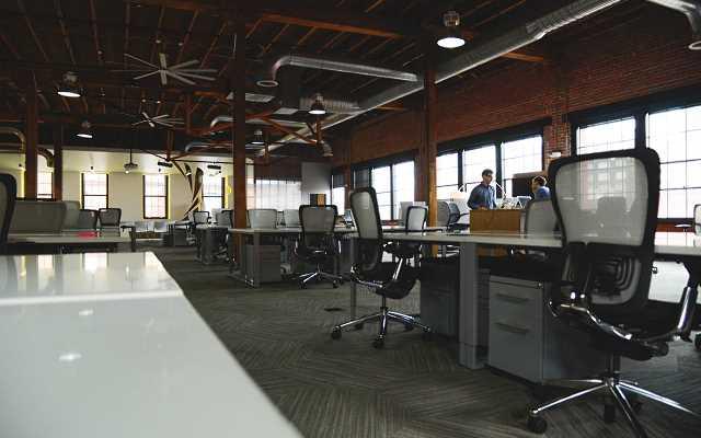 Urządzamy biuro, czyli kilka słów na temat foteli biurowych