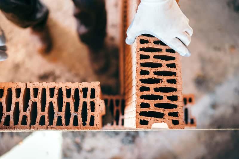 Cegła ceramiczna - rodzaje pełnych cegieł, ceny, opinie, porady