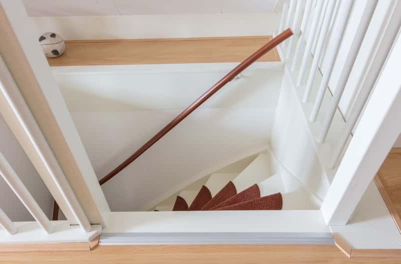 Chodniki na schody – rodzaje, ceny, opinie, co wybrać do domu?