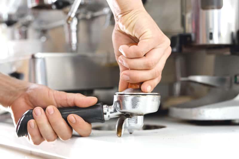 Ciśnieniowy ekspres do kawy - najlepsze modele, opinie, ceny, porady zakupowe
