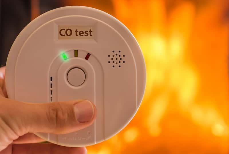 Czad i tlenek węgla w domu - jak się przed nim chronić? Porady praktyczne