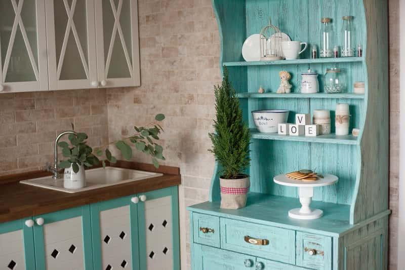 Dom w stylu prowansalskim – porady, kolory, meble, dodatki, aranżacje