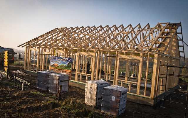 Domy kanadyjskie coraz bardziej popularne. Dlaczego warto wybrać taki dom?