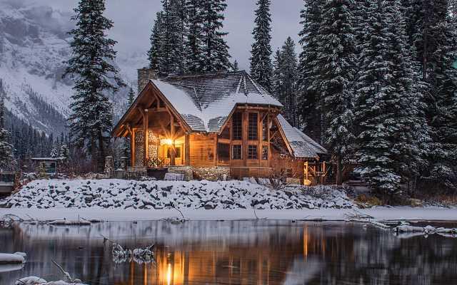 Czy warto stawiać domy drewniane z bali?