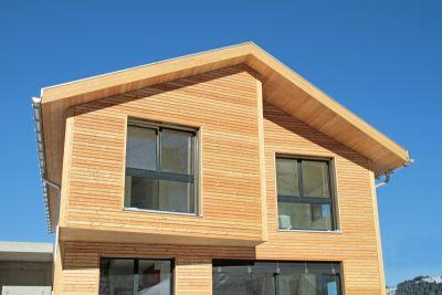 Na nowozcesnym domu energooszczędnym można zamontować panale fotowoltaiczne