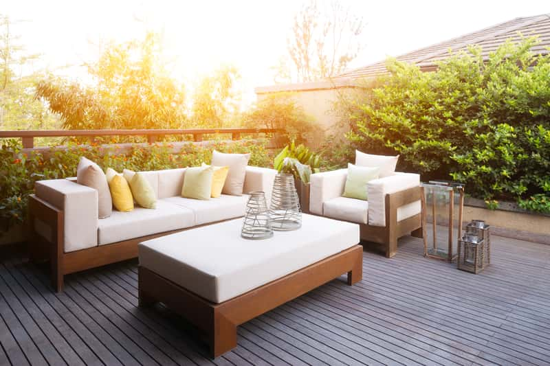 Nowoczesne drewniane meble do ogrodu, czyli nowoczesne stoły i nowoczesne krzesła z drewna