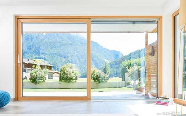 Drzwi przesuwne balkonowe – kiedy warto się na nie zdecydować?