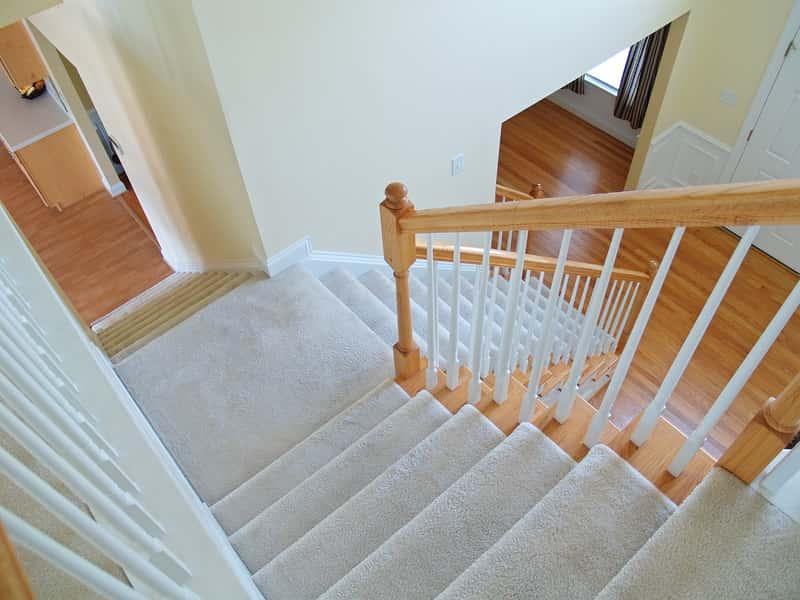 Dywaniki na schody - rodzaje, ceny, najlepsi producenci, opinie, porady