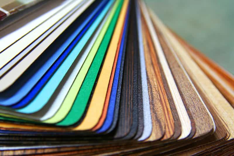 Folia samoprzylepna na meble – rodzaje, wzory, porady, co wybrać
