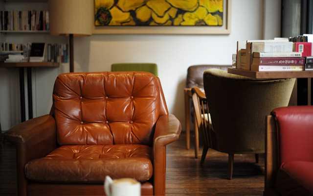 Fotel tapicerowany - modny i praktyczny element wystroju wnętrza