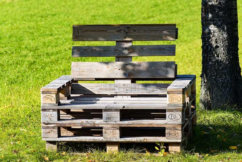 Fotel z palet - jak go zrobić krok po kroku
