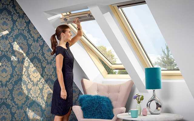 Otwieranie okien dachowych – górne, dolne, klapowo-obrotowe