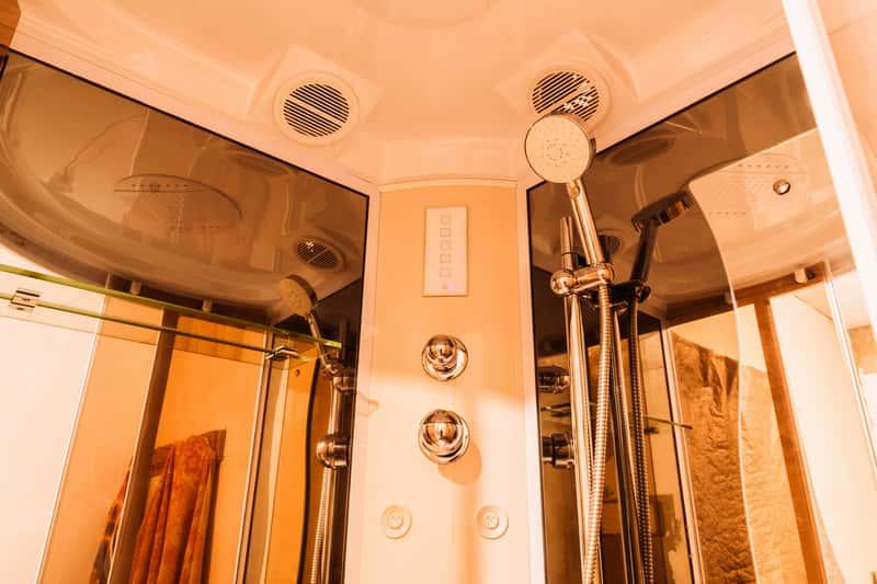 Kabina prysznicowa z hydromasażem - rodzaje, ceny, opinie, porady przy wyborze