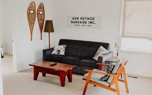 5 pomysłów na pustą ścianę w salonie