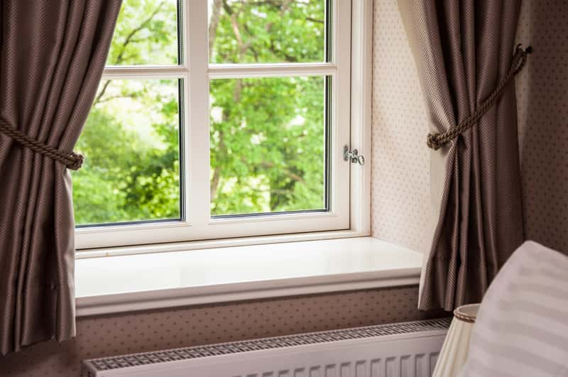 Okno w domu jednorodzinnym