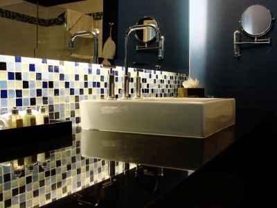 Inny rodzaj łazienki - kąty proste i dominacja czarnego