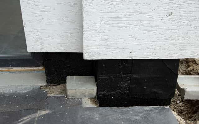 Izolacja pionowa fundamentów – materiały, zastosowanie, porady