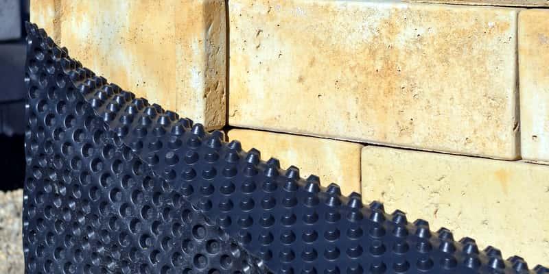 Izolacja przeciwwilgociowa fundamentów - materiały, wykonanie, porady