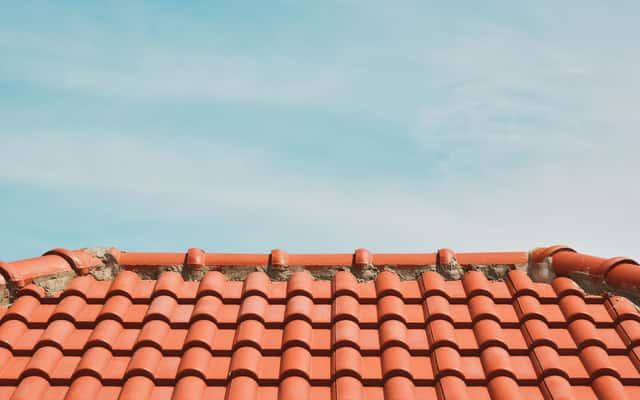 Kalenica dachu krok po kroku – elementy, budowa, porady praktyczne