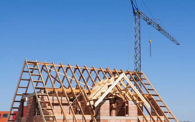 Kalenica, kosz dachowy, okap czy połać – jakie są główne elementy dachu?