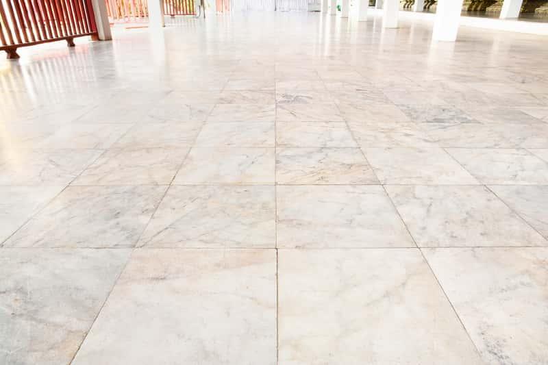Płytki kamienne na podłogę - opinie, ceny, rodzaje, porady