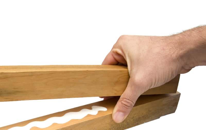 Kleje do drewna – rodzaje, ceny, opinie, zastosowanie, parametry użytkowe