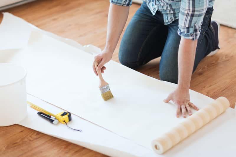 Kleje do tapet - rodzaje, producenci, opinie, ceny, zastosowanie do różnych rodzajów tapet