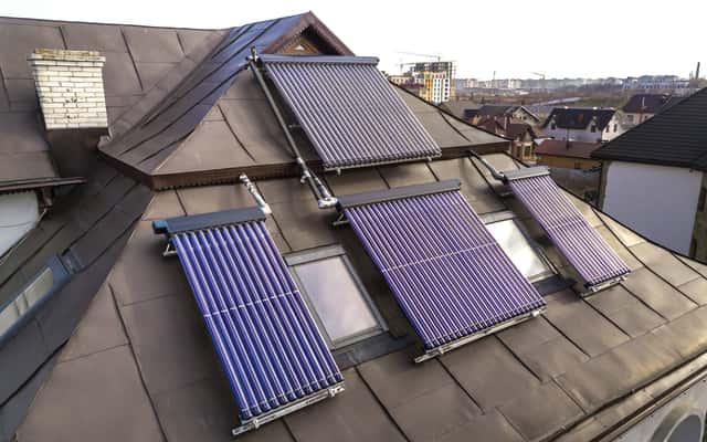Wybieramy kolektory słoneczne – rodzaje, ceny, opinie, wydajność, porady