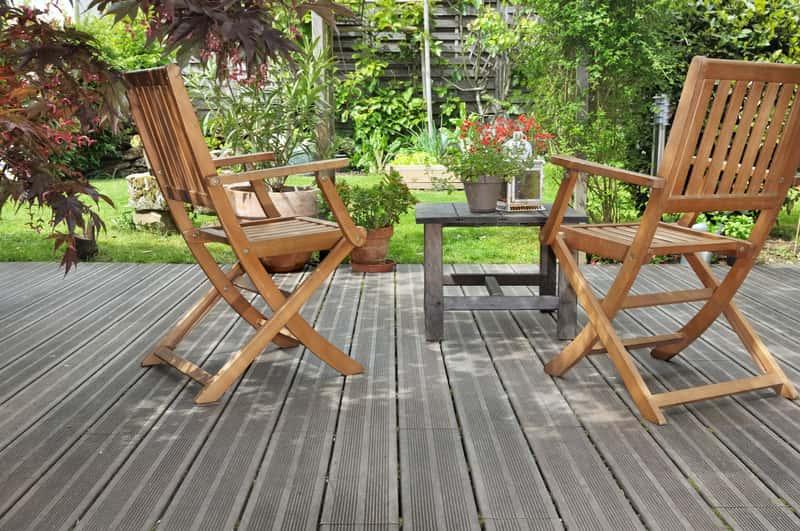 Drewniane meble ogrodowe z Obi, czyli gotowe zestawy stoli i krzesła w kolorze brązowym