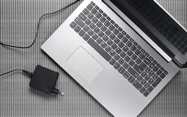 Wybór zasilacza do laptopa – czym się kierować?