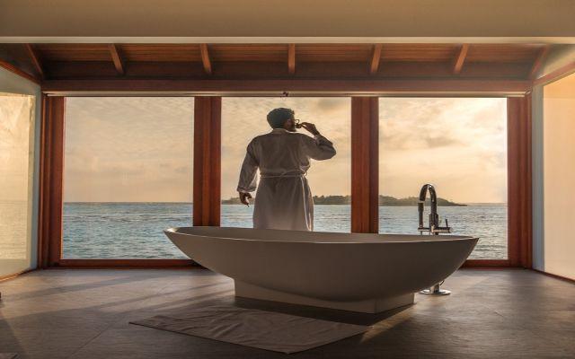Jak urządzić przestronny salon kąpielowy?