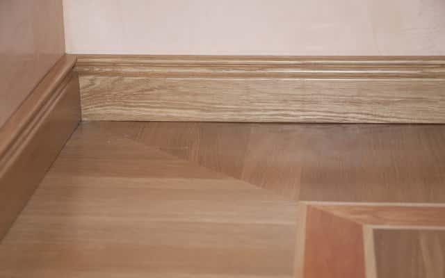 Listwy przypodłogowe drewniane – ceny, opinie, rodzaje, właściwości