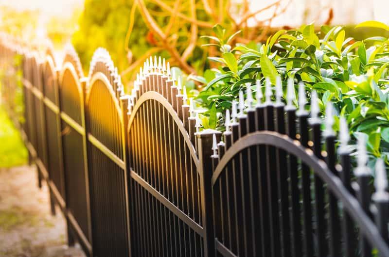 Metalowe przęsła ogrodzeniowe - rodzaje, popularni producenci, ceny, opinie