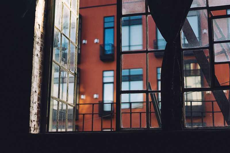 Mieszkanie na wynajem - okno z marnym widokiem