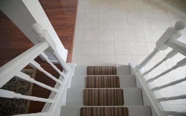 Nakładki na schody - rodzaje, ceny, opinie, porady przed zakupem