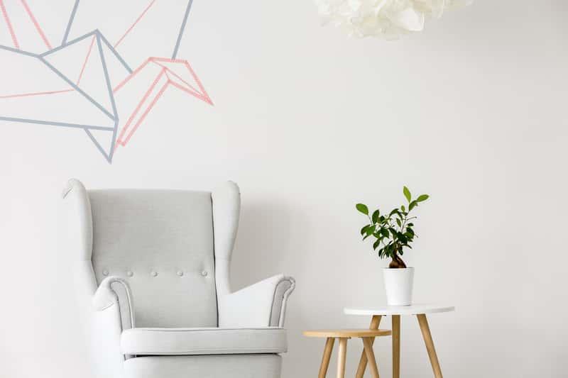 Naklejki dekoracyjne na ścianę – najlepsze motywy, opinie, ceny, porady