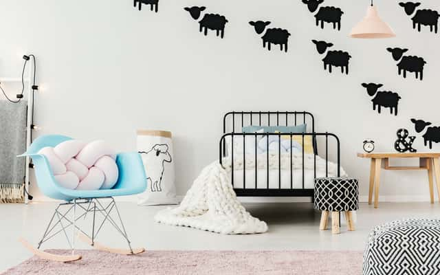 Naklejki welurowe na ścianę – ciekawe wzory, opinie, pomysły, ceny