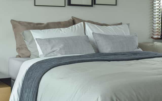 Narzuty na łóżko – rodzaje, materiały, ceny, inspiracje