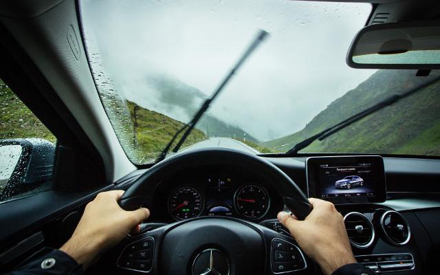 Niezbędnik kierowcy: jaka kamerę i nawigację samochodową kupić?